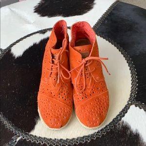 Toms Orange Wedges
